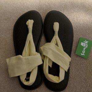 Sanuk yoga flip flops 9